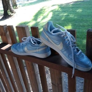 Nike 2006 legend size 9 sky blue and white